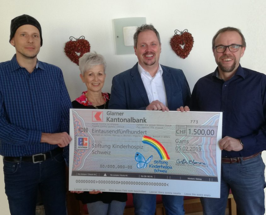 Spendenscheck der K-iS Systemhaus GmbH Schweiz an die Stiftung Kinderhospiz Schweiz